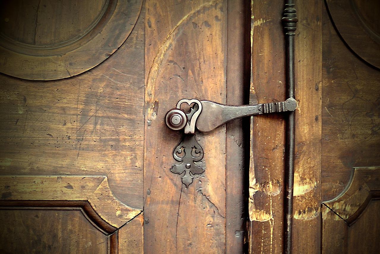 Optez pour les services d'un professionnel pour la réalisation de vos portes